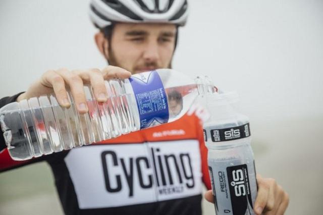 Cung cấp đủ nước khi đạp xe
