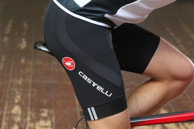 Mặc quần áo thoải mái khi đạp xe