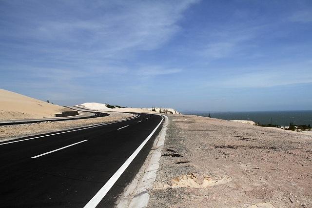 Đường ven biển Bàu Trắng – Phan Rí Cửa