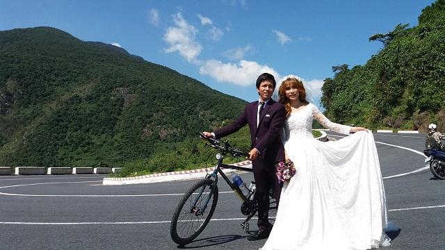 chụp ảnh cưới trên đèo Hải Vân