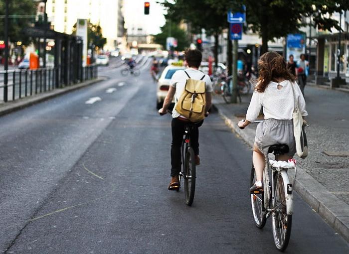 Đi xe đạp tuân thủ luật giao thông
