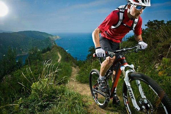 Tư thế đạp xe đường dốc
