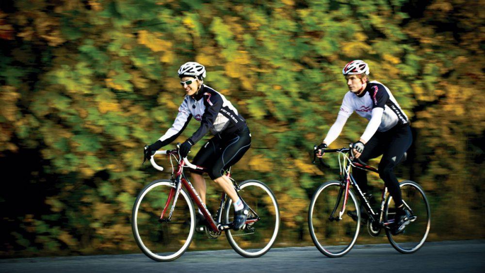 Đội nón bảo hiểm trong khi điều khiển xe đạp giúp giảm chấn thương não